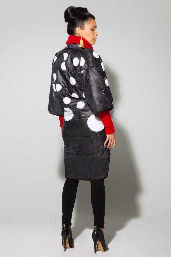 Dot puffy coat styled back