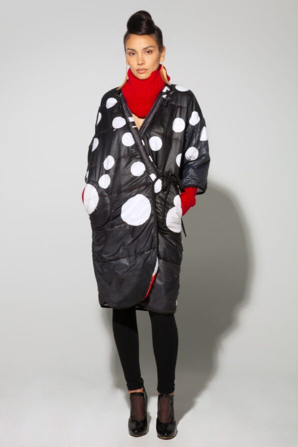 Dot puffy coat styled front